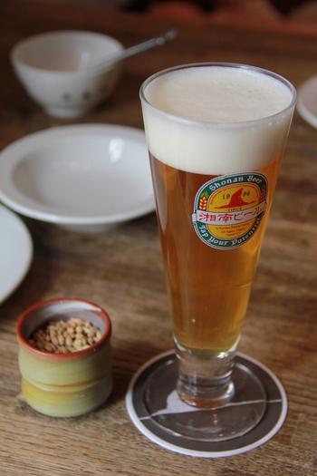 もちろん熊澤酒造が誇るブランド「湘南ビール」もいただけます。丹沢山系の伏流水を使用し無ろ過・非加熱で作られた鮮度重視の地ビールを、なんと隣の工場から直接配管して運ばれるというからとても贅沢!