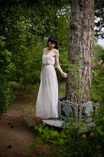 このタイプのドレスは、新婦思い。新婦はウェディングドレスを着るためにかなり体を締め付けなくてはなりません。でもこのドレスであれば、少しラフに着れます!ナチュラルウェディングは自然体が一番!