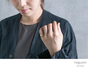 シンプルなデザインのリングもあるので、男性女性でペアにしたり、似合うデザインをおのおの選んだりと、いろいろな選び方ができるそう。