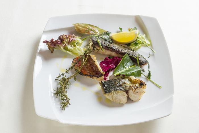 淡路島近海で捕れる魚は新鮮で、ぷりぷりの肉厚です。