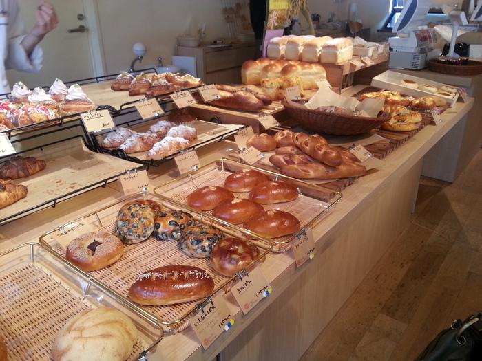種類も豊富のパンコーナーでは、どれにしようか悩んでしまいます! 嬉しい誘惑に、テンションも上がります。