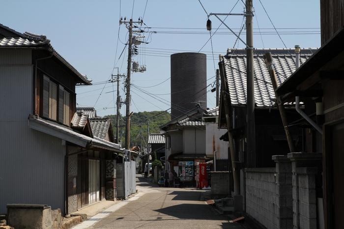 豊島の玄関口の港がある「家浦地区」の町並み。
