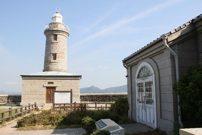 男木港から島のちょうど反対側には、日本に2つしかない石造りの「男木島灯台」があります。