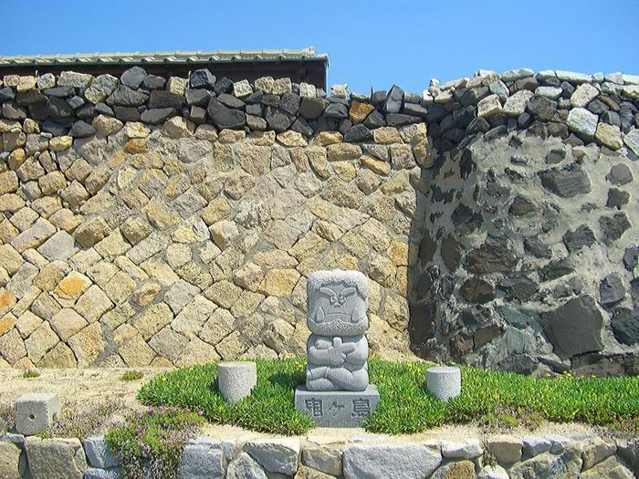 女木島を訪れると目にするのは、防風用石垣の景観。この石垣を「オオテ」と呼んでいます。「オオテ」はこの島を特徴づける景観です。