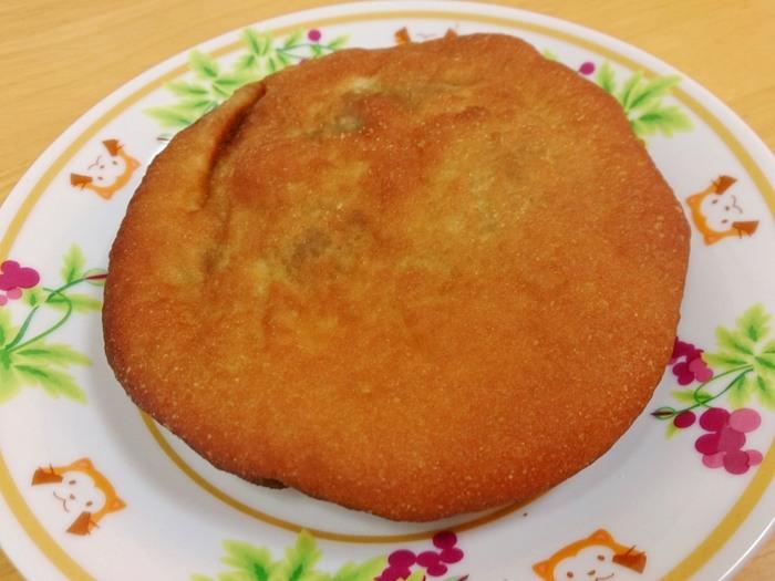 """創業以来変わらない製法で作られる「アンドーナツ」は、皮が薄く""""油パン""""と呼ばれる割にあっさりとした味わい。"""