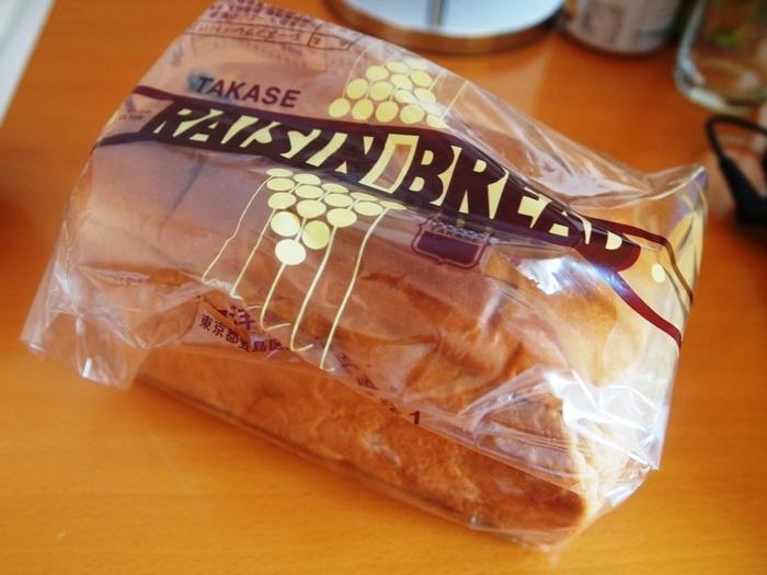 タカセのパンは万人受けする、ほっとするような味わい。イチオシは「ハチミツパン」ですが、レーズンブレッドも外せません。