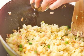 いかがでしたか?チャーハンも焼きそばも、簡単に作れてアレンジが楽しめるので、休日のお昼ごはんにぴったりの料理です。お好みの具材でぜひ作ってみてくださいね。