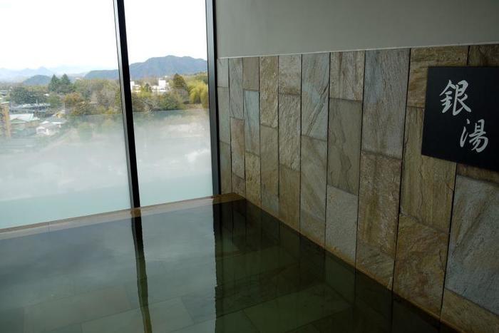『金泉』は赤褐色、『銀泉』は無色透明で、各温泉ではそれぞれ金湯・銀湯などと表記されているようです。