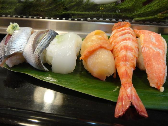 中でも新鮮な貝がイチオシ。朝から安くて新鮮なお寿司を食べられるなんて、なんという贅沢!!