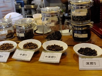 豆の種類も豊富に取り揃えられているので、選ぶのも楽しい。 きっと好みの豆に出会えるはずです。