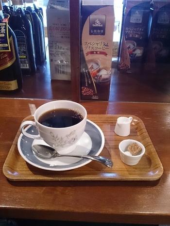 店内では喫茶利用もOK。美味しいコーヒーやスイーツを堪能するのもおすすめです。