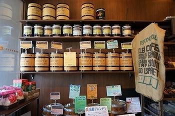 世界旅行をしてる気分でいろんな国の珈琲豆を買い求めるのも楽しいですよ。 今週はブラジル。来週はハワイ。その次はエチオピア…みたいに♪