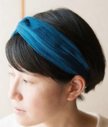 天然の藍染で、何度も染め重ねた美しい色。オーガニックコットン3重ガーゼのふんわりした肌あたりと、藍の色を楽しめる、ココココさんのヘアターバン。