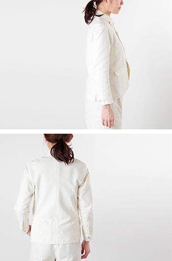 ironari(イロナリ)よりメロウジャケット。肩切替がないことで、より丸いシルエットを演出したこちらのコートは、やや詰まったネックラインと丸いカッティングの前裾がポイント。フロントセンターが短いことで、重心が上へ上がり腰下の長いスタイリングが楽しめます。イロナリらしいジェンダレスなデザインがとっても素敵です。
