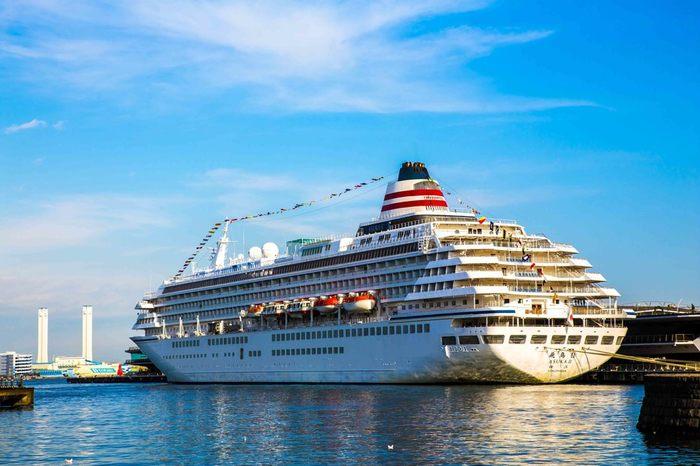 日本の豪華客船には「飛鳥Ⅱ」「ぱしふぃっくびいなす」「にっぽん丸(日本丸)」などがあります。いずれもその優美な姿にふさわしい洗練されたサービスと、本格的なエンターテイメントなどが魅力です。