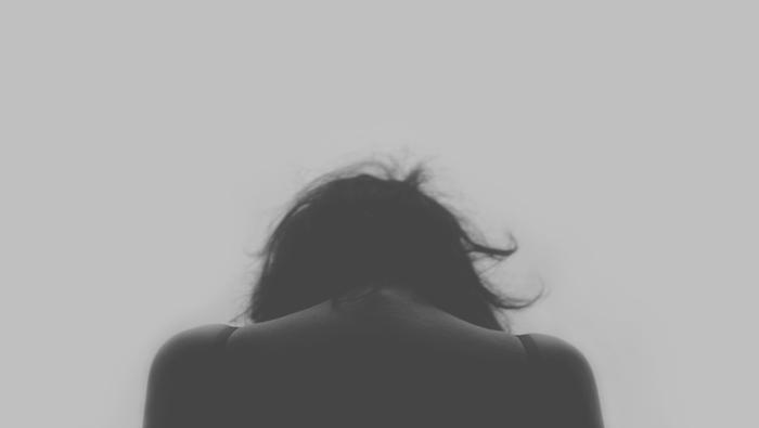憂鬱な気分で過ごした日。「自分が感じているもやもやした感情」を認め、自分がネガティブな感情を抱えているということを受け入れて。たとえ原因があなた自身にあっても、それを感じている自分をできるだけ許してあげましょう。『仕方がなかった』という考えに置き換えることも、ストレスを振り切るには大切。
