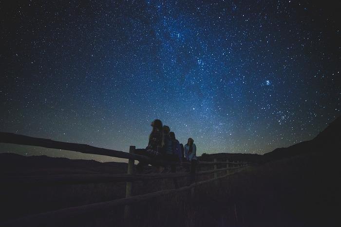 同じに見えるようでいろんな表情があり、ずっとでも見ていられるのが星空の魅力。写真も撮る人、撮る日、撮る場所によって、もちろんいろいろな見え方があります。
