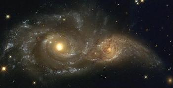 おおいぬ座にある2つの渦巻銀河は、今後衝突し、合体すると言われています。