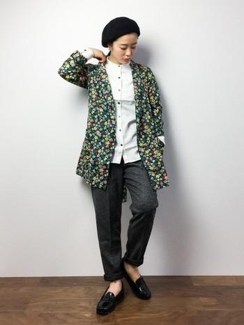 いつも着ている部屋着やパジャマにさっと羽織るだけでオシャレ度がアップするガウンタイプ。