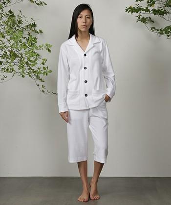 春夏用のパイル地を使用した爽やかな着心地のパジャマ。サマーパジャマは丈を短めにして、より涼しくしています。
