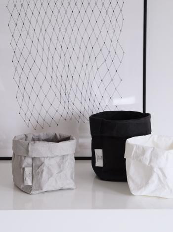 こちらはUASHMAMAのペーパーバッグ。ちょっとしたものをしまっておくのに便利な大きさです。鉢カバーやごみ箱としても使うことができ、アイデア次第で使い方が広がります。