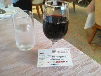 ワインセラーをソムリエの田崎晋也氏がプロデュース。ハウスワインも同氏が監修しているそうです。