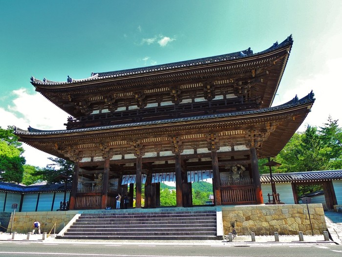 実は、[世界遺産]としても有名な「仁和寺」にも泊まることができるんですよ。