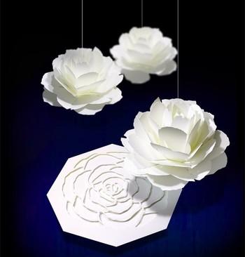 まるで本当にバラが咲くかのように、花びらを開きながら姿を現す、エレガントなポップアップカード。スノーホワイトが、とても素敵です。ウエディングカードやバースデーカード、アニバーサリーカードとしてもおすすめ。花びらの間にメッセージをはさむことができます。