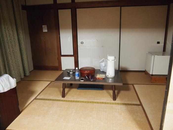 参詣者用で一般人でも宿泊できます。完全にセルフサービスで、素泊まりです。お食事は併設の食堂を利用できます。
