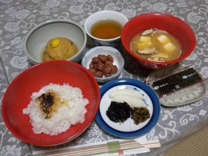 お寺さんの奥様が作ってくださる精進料理は、とても美味しいと評判です。