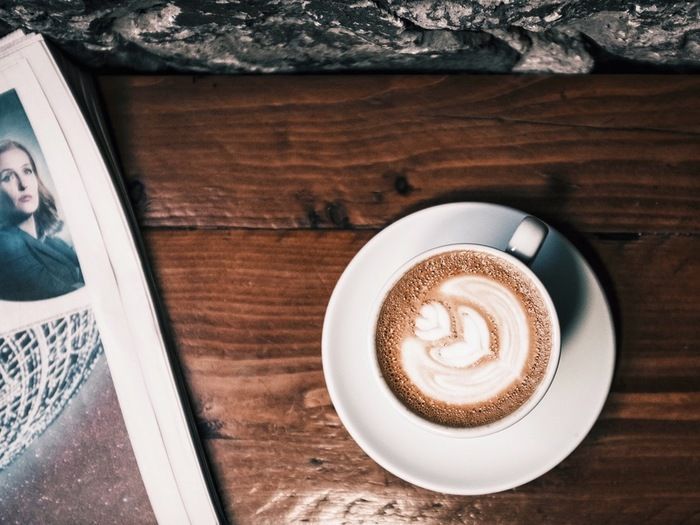 モンキーブレッドに合うのは、やっぱりコーヒー。カフェオレでも最高です。夜の内に、パンの仕込みを終えておいて、朝焼きあげたら、ほっかほかでスウィートな朝食を楽しめます。見た目もユニークで手で引きちぎって食べるのもまた愉快です。なんだか思わず童心にかえってしまいそうです。
