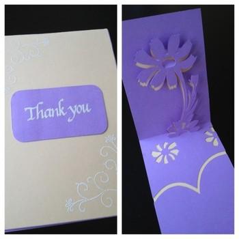 落ち着いたデザインのお花のポップアップカードは、感謝の気持ちを込めたグリーティングカードにもぴったりですね。台紙の美しい色をいかして、シンプルに仕上げる大人っぽさがいいですね。