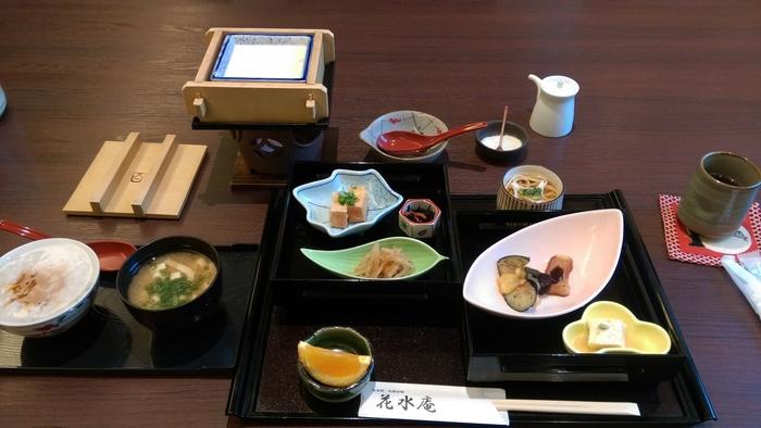 お食事は、京会席や精進料理が楽しめます。