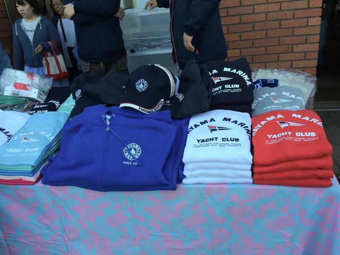葉山マリーナのTシャツや陶器類など、食べ物以外の販売もされています。