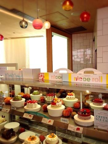 誕生日やパーティー用にホールのケーキも販売されています。
