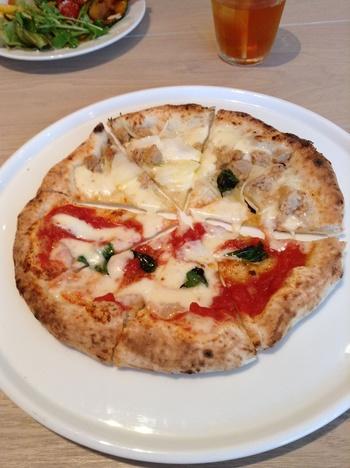 こだわりのピッツァは種類も豊富。 もちろんパスタも数種類ご用意されています。