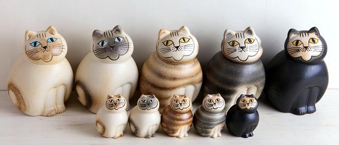 Mia Catだけでもこんなに種類が!しかも、職人さんが手作業で作っているため、それぞれ表情がちょっとずつ違いますし、窯での焼成の段階で焼き色にも差が生じます。そのため、どの子も世界に一つだけの作品となっています。