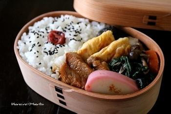 """""""ザ・和食""""なお弁当も曲げわっぱに入れると趣が出ますよね。"""