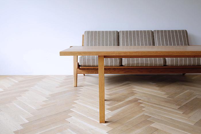突板家具は板を接着するため、接着剤が多量に使われていることが多いのですが、無垢材ならそういった心配もありません。シックハウス症候群の要因となるホルムアルデヒドが多く含まれる接着剤は少ないほうが安心ですよね。