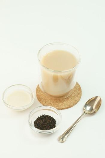 水 400ml 無調整豆乳 大さじ2 ティーリーフ 大さじ1 ココナッツシュガー 小さじ1  基本の作り方はロイヤルミルクティーと同じ。 豆乳を使っているのでヘルシーです。ココナッツシュガーの優しい甘さで癒されそう。