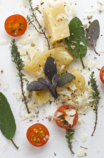 肉、魚、野菜などどんなものにさっと一振りするだけで、簡単に美味しくなる魔法の調味料なんですよ。
