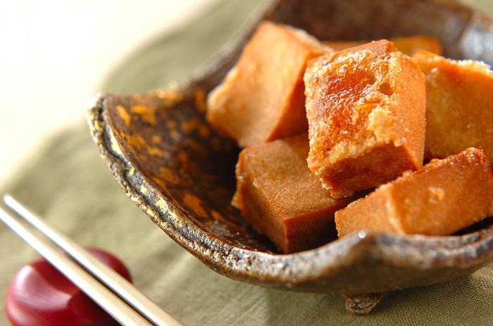 一口食べたらきっとあまりの美味しさにびっくりしちゃうはず! ダイエット中の方や、最近メタボ気味の彼氏や旦那さんにも作ってあげたい、高野豆腐の竜田揚げ。つけダレに味をしみ込ませた凍り豆腐の美味しさは格別です。