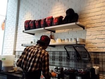 ご家庭でゴリラコーヒーが楽しめるペーパードリップは、看板娘(息子?)のゴリラがおすすめしています!