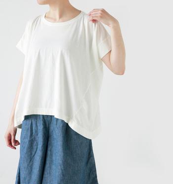 暑い時期のファッションにおすすめなのは、快適でおしゃれなビッグシルエットなスタイル。ちょうどいいバランス感が、着こなしのポイントです。自分なりのメリハリをつけて、おなじ服でもちがったテイストを楽しんじゃいましょう♪