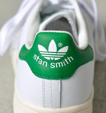 """「adidas(アディダス)」史上最も売れた名作、ギネスブックに""""世界で一番売れたスニーカー""""としても取り上げられた「Stan Smith(スタンスミス)」。"""