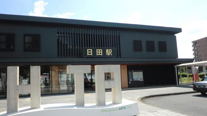 「小鹿田焼の里」は日田市から北へ17km、JR九州・久大本線「日田駅」からは車で約30分のところにあります。 大分自動車道「日田インターチェンジ」から車で25分ほどです。