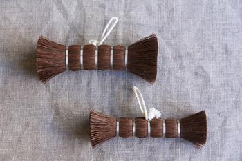 ひとつひとつ丁寧に。和歌山の職人により手仕事で作られた松野屋のシュロ棒たわし。こちらは主にフライパンや木のまな板などを洗う際に使うアイテム。サイズは「S」と「M」の2種類あります。