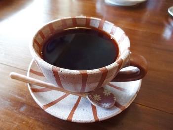 自慢の自家焙煎珈琲はブルンジ・エクアドル・ガテマラなど、日替わりで楽しむ事ができます。ストレートで楽しむ珈琲の美味しさを再確認できる場所です。