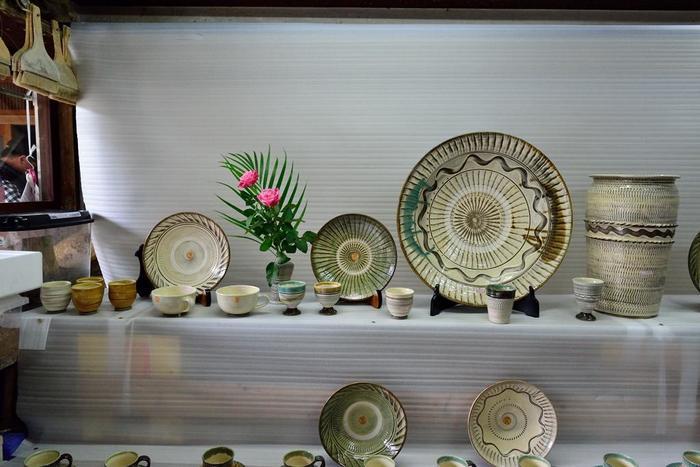 小物から大皿まで。様々な器を扱う「小鹿田焼」の販売店。