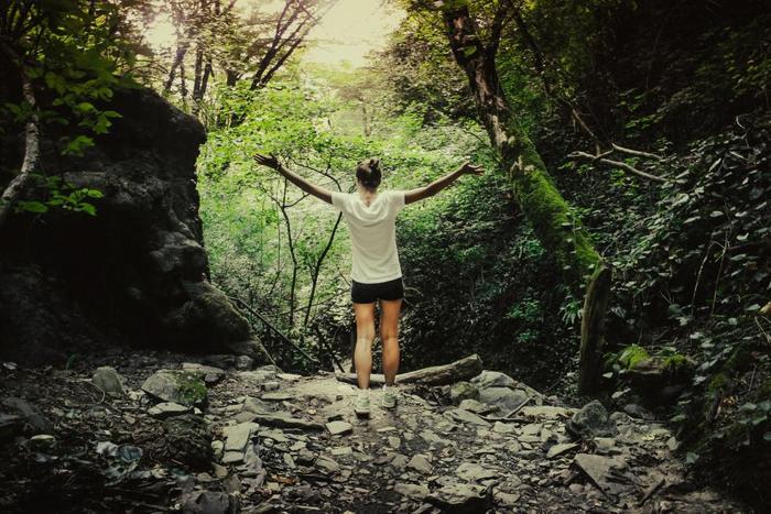 毎日時間に追われて疲れがとれない…いつも悩み事や不安を抱えている… そんな人におすすめしたいのが「自然に触れる」こと。 休みの日には、森林浴や公園に出かけてみてください